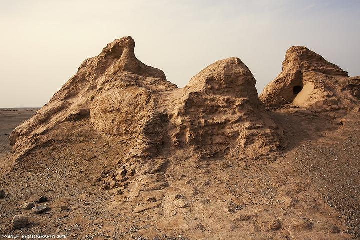 """""""刚来到的时候我们都很兴奋,因为这里的地貌也很特别,都是起伏比较大的沙丘,我们都开始各处蹿,去找景拍照_罗布泊""""的评论图片"""