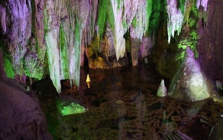 """""""...穴科学博物馆"""",世界洞穴协会主席也曾评价其为""""世界最好的游览洞穴之一"""",是中国地下最美丽的地方_芙蓉洞""""的评论图片"""