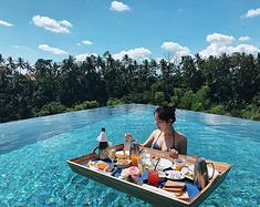 过一把ins网红瘾,在泳池里体验漂浮早餐!