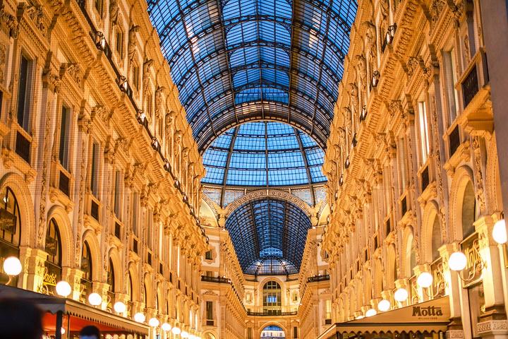 """""""你会比在其它任何地方都更加接近 米兰 的灵魂——古典为骨,时尚为衣,要零距离感受一座城市的氛围..._埃马努埃莱二世长廊""""的评论图片"""