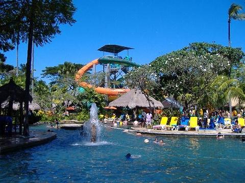 巴厘岛泡泡水上乐园