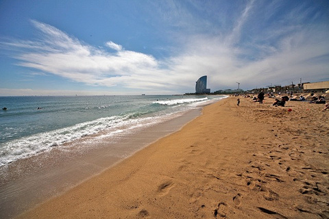 巴塞罗那塔海滩的图片