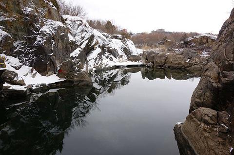 镜泊峡谷的图片