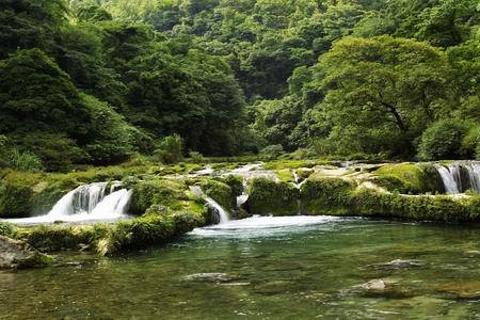 荔波水春河漂流的图片