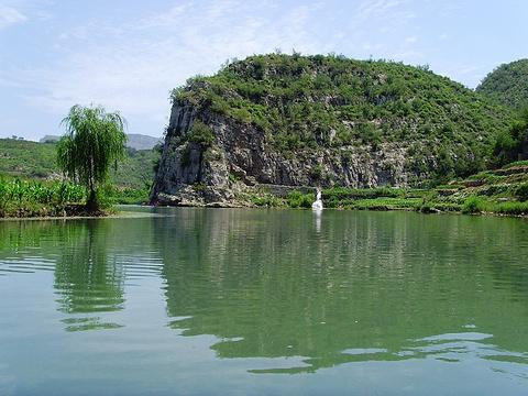 关山峡谷漂流旅游景点图片