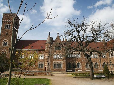 多布里博物馆旅游景点图片