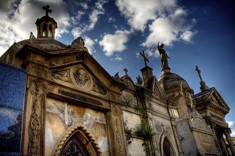 雷科莱塔国家公墓