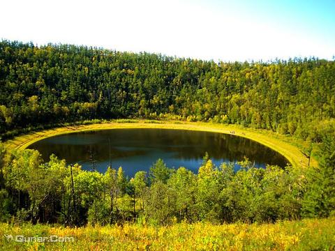 腾格里达来月亮湖旅游景点图片