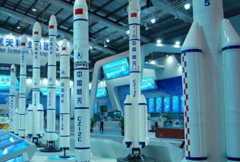 卫星基地火箭模型