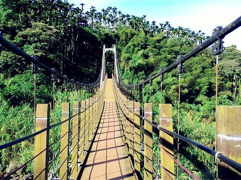 华山小天梯与情人桥旅游景点图片