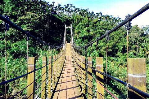 华山小天梯与情人桥的图片