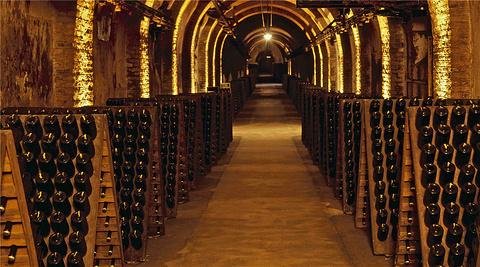 波默里香槟酒窖