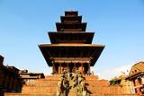 尼亚塔波拉神庙