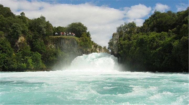 胡卡瀑布旅游图片