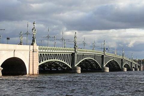 圣三一大桥的图片