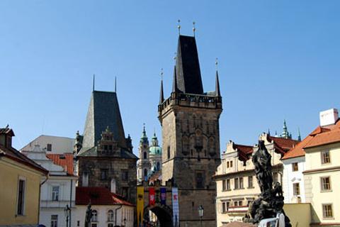 小城桥塔的图片