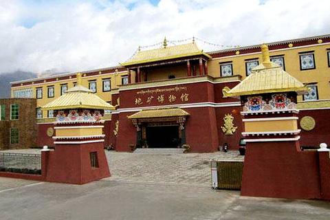 西藏圣宝缘地矿博物馆