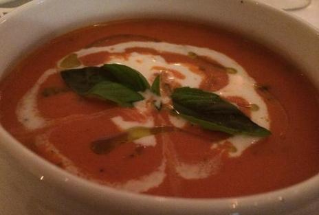 番茄汤配罗勒奶油