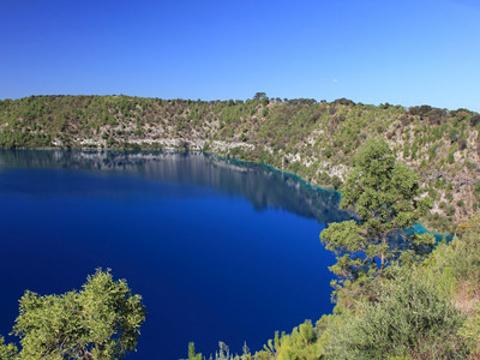 蓝湖旅游景点图片