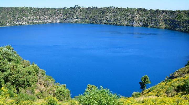 甘比尔山蓝湖旅游图片