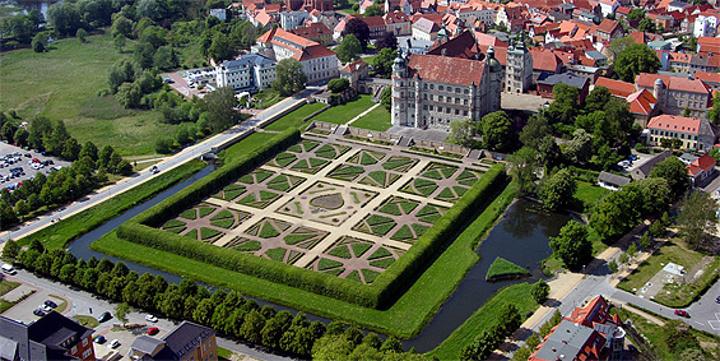 城堡花园旅游图片
