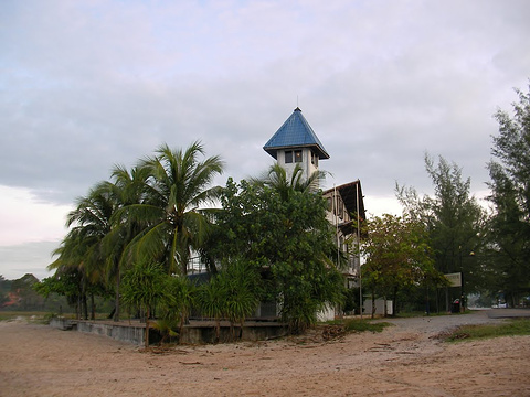 The Lighthouse Restaurant and Beach Bar