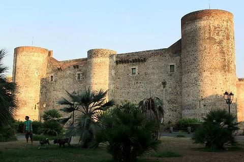 乌尔斯诺城堡和城市博物馆的图片