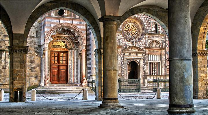 科莱奥尼小教堂旅游图片