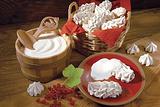 蛋酥卷和生奶油