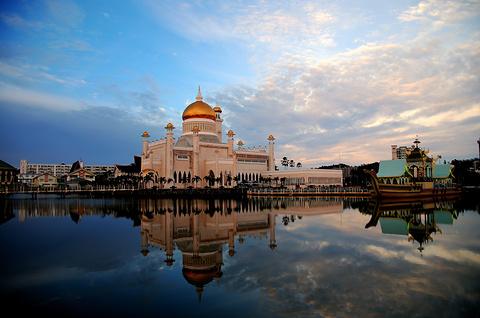 奥玛阿里清真寺