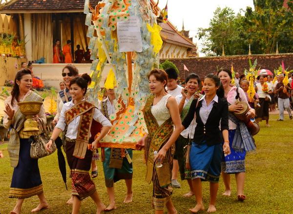 塔銮节(That Luang Festival)