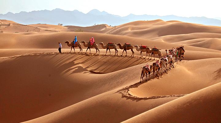腾格里沙漠旅游图片