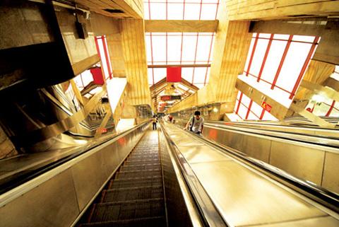 皇冠大扶梯的图片