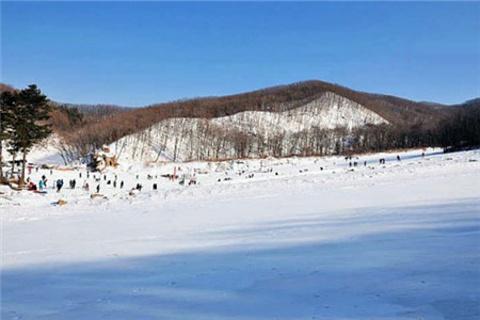 鸣山绿洲滑雪场