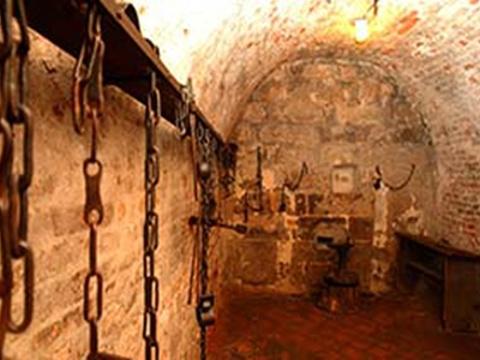 中世纪地牢旅游景点图片