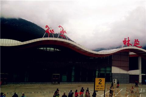 米林机场的图片