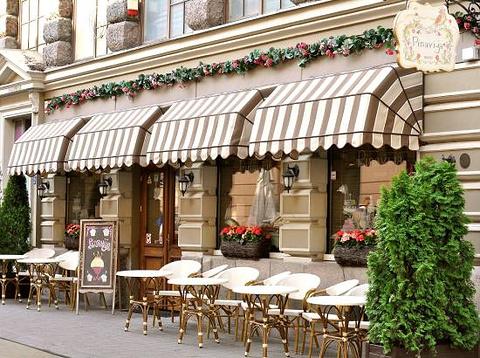 Pinavija Cafe & Bakery