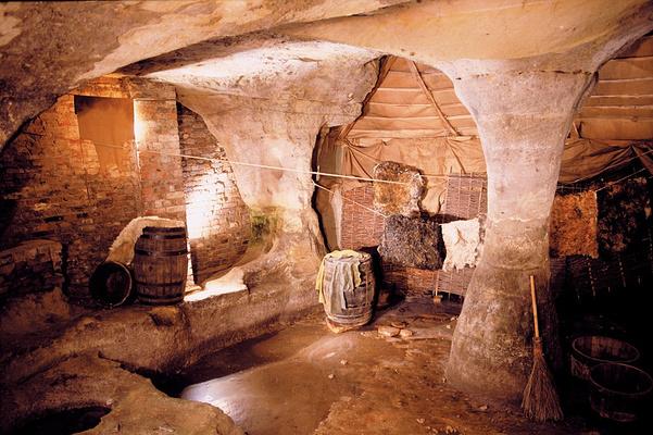 城市洞穴旅游图片