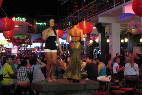 卡塔海滩酒吧街