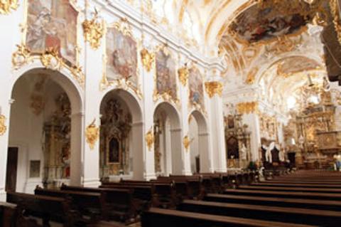 老礼拜堂的图片