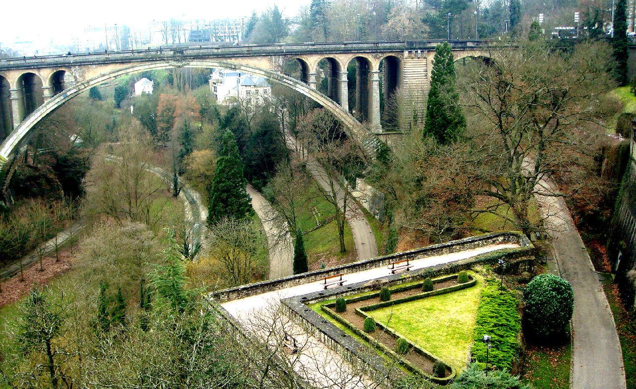 卢森堡大峡谷和阿道夫桥