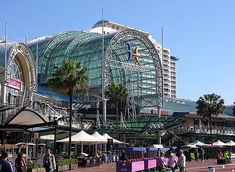 港畔购物中心
