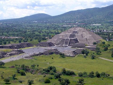 月亮金字塔旅游景点图片