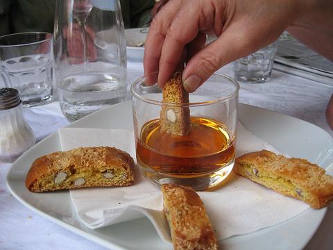 杏仁饼 (Cantucci) &甜酒 (Vin Santo)