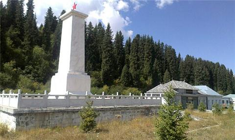 独库公路纪念碑