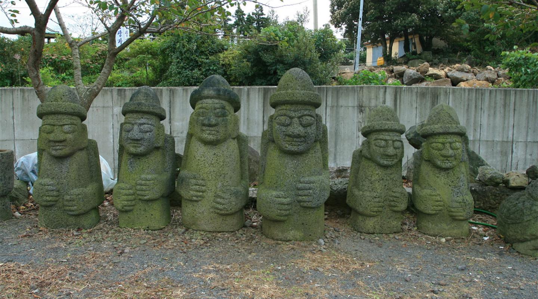 多尔哈鲁邦仿制石像