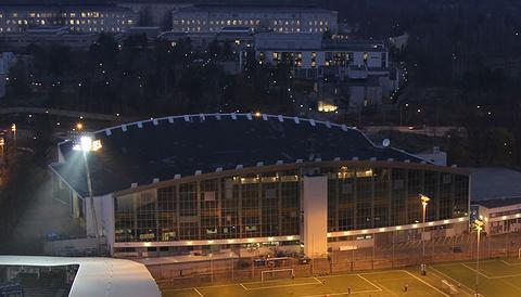 赫尔辛基冰上运动场的图片
