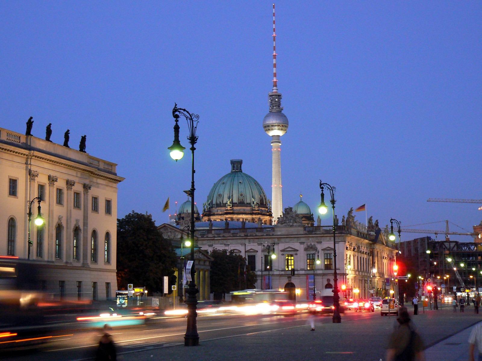 见证柏林历史更迭两日游