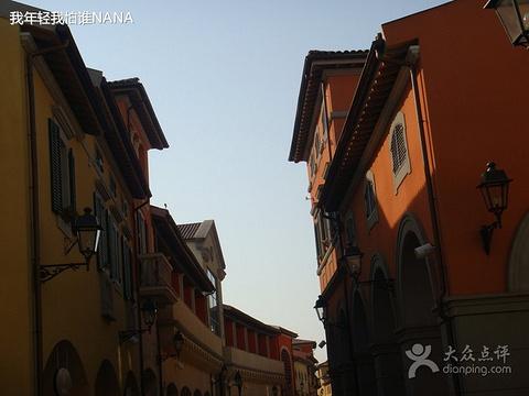 BURBERRY(佛罗伦萨小镇店)旅游景点图片