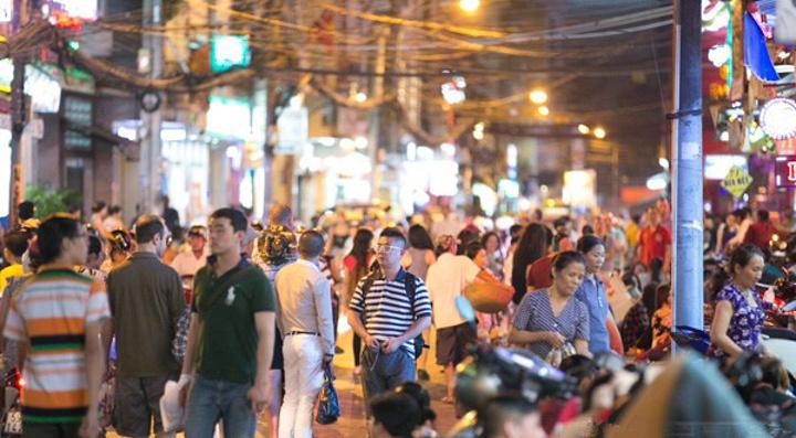 """""""来到裴院街,你会体验越南的生活习惯,品尝胡志明市的小吃美食,在音乐吵闹的气氛中放松自己_裴院街""""的评论图片"""